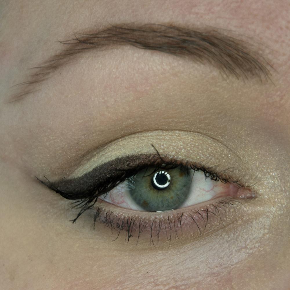 Makijaż na Walentynki: Nude i fioletowe smoky eye